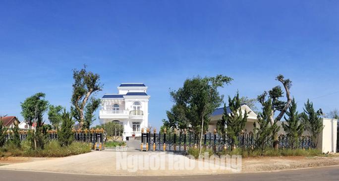 Clip - Biệt thự khủng xây không phép trên đất dự án tại Bảo Lộc - Ảnh 4.