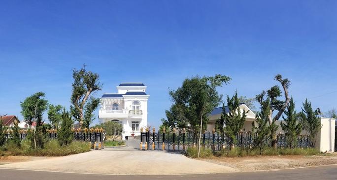 Clip - Biệt thự khủng xây không phép trên đất dự án tại Bảo Lộc - Ảnh 2.
