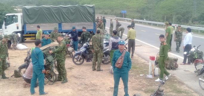 Đà Nẵng: Huy động hơn 100 người đánh sập 29 hầm vàng trái phép - Ảnh 1.
