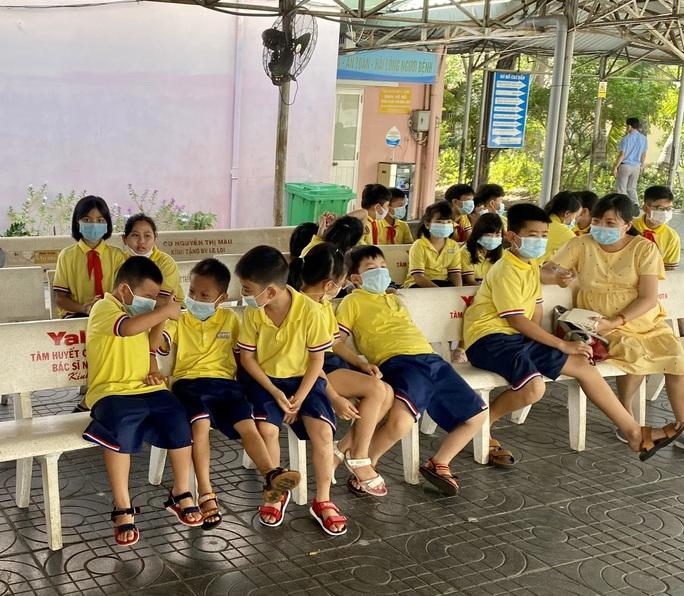 Hàng chục học sinh Trường Tiểu học Lê Lợi, TP Vũng Tàu được đưa vào viện cấp cứu - Ảnh 1.