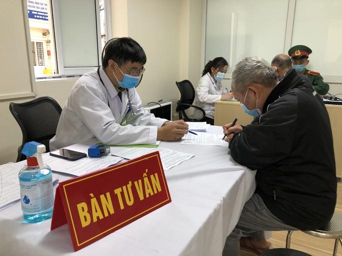Hơn 100 người cao tuổi hoàn thành tiêm thử nghiệm vắc-xin Covid-19 của Việt Nam - Ảnh 2.