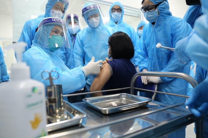 Bộ Y tế: Phản ứng sau tiêm vắc-xin Covid-19 đều là phản ứng thông thường - Ảnh 1.