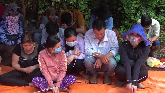 CLIP: Bắt giữ nhiều hot girl đi ôtô sang trọng từ TP HCM về Tiền Giang đánh bạc - Ảnh 3.