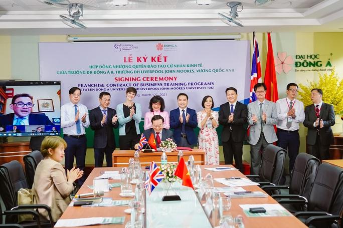 ĐH Đông Á và ĐH Liverpool JM (Anh) hợp tác chương trình nhượng quyền đào tạo cử nhân Kinh tế - Ảnh 1.