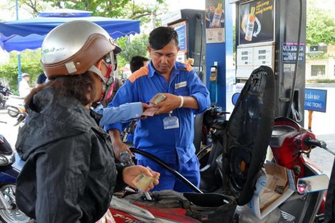 Giá xăng dầu tăng khá mạnh 500-700 đồng/lít - Ảnh 1.