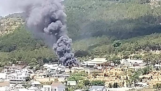 Lâm Đồng: Hỏa hoạn dữ dội thiêu rụi toàn bộ 5 căn nhà ở huyện Đức Trọng - Ảnh 5.