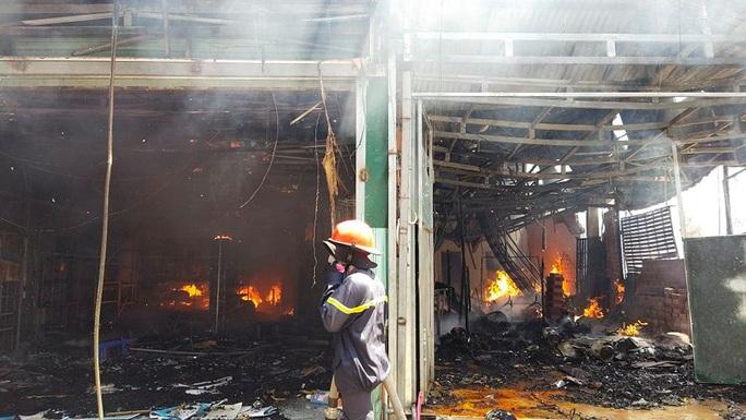 Lâm Đồng: Hỏa hoạn dữ dội thiêu rụi toàn bộ 5 căn nhà ở huyện Đức Trọng - Ảnh 3.