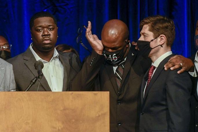 Mỹ: Gia đình người da màu bị chẹt cổ nhận tiền bồi thường khủng - Ảnh 1.