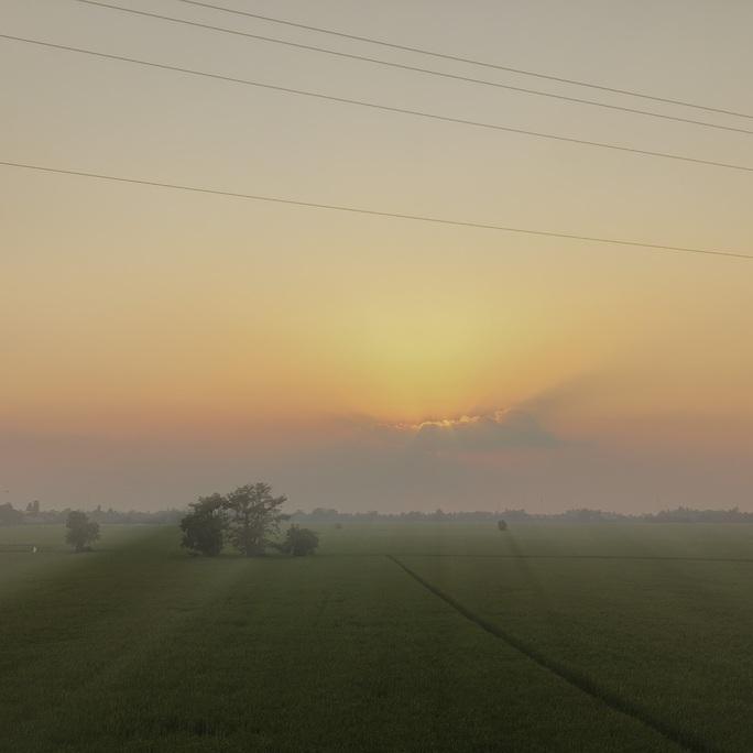 Những hình ảnh bình yên, tuyệt đẹp ở vùng biên giới Tây Nam đầy nắng - Ảnh 2.