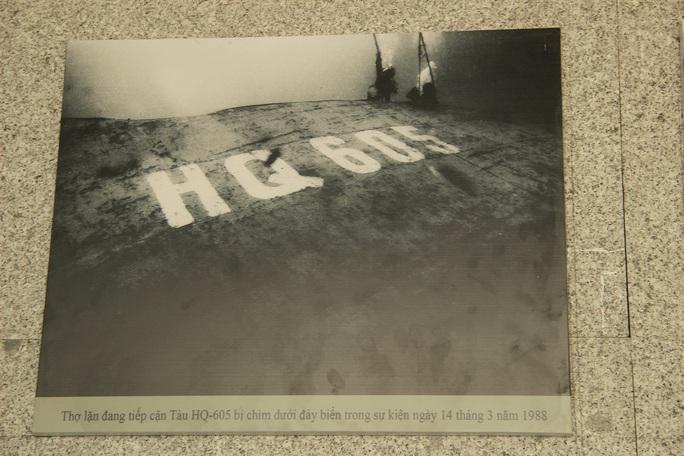 Dâng hương tưởng nhớ 64 chiến sĩ hi sinh tại Gạc Ma - Ảnh 9.