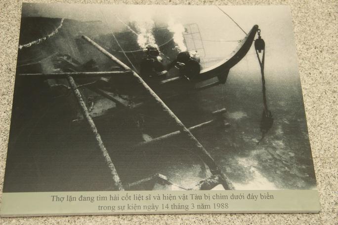 Dâng hương tưởng nhớ 64 chiến sĩ hi sinh tại Gạc Ma - Ảnh 10.