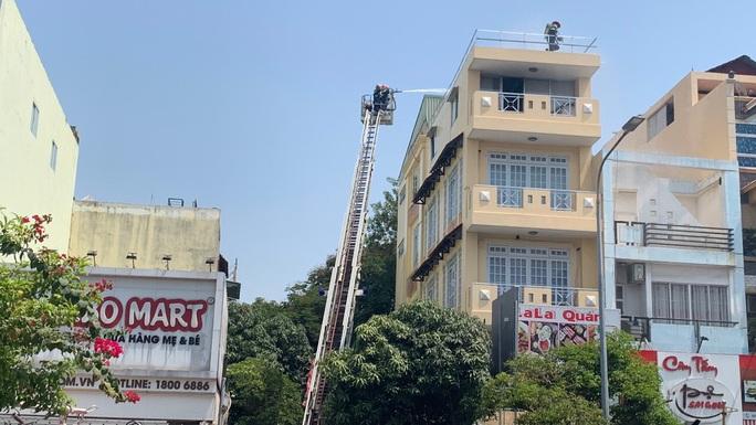 TP HCM: Hai vụ hỏa hoạn liên tiếp ở quận Gò Vấp, cứu được hai người mắc kẹt trong nhà 4 tầng - Ảnh 2.