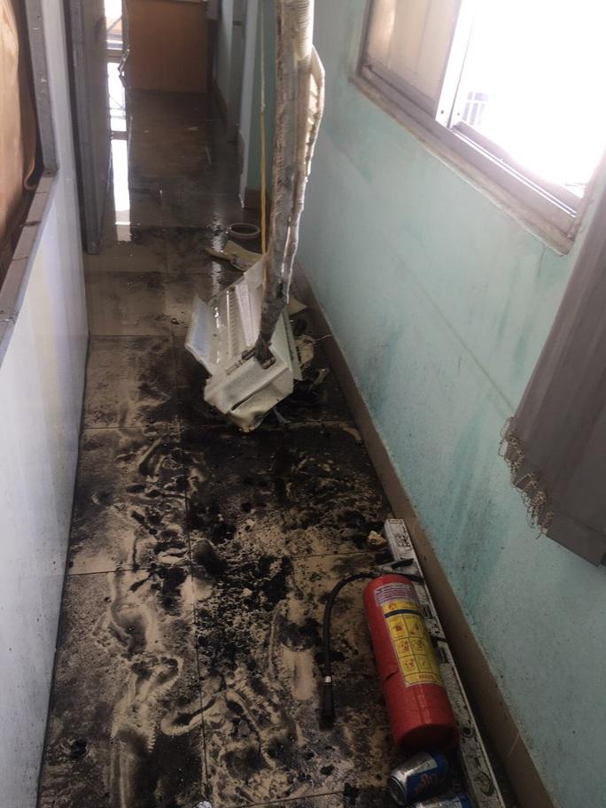 TP HCM: Hai vụ hỏa hoạn liên tiếp ở quận Gò Vấp, cứu được hai người mắc kẹt trong nhà 4 tầng - Ảnh 3.