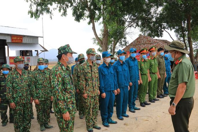 Công an tỉnh An Giang thăm và kiểm tra các chốt phòng, chống Covid-19 tuyến biên giới  - Ảnh 1.