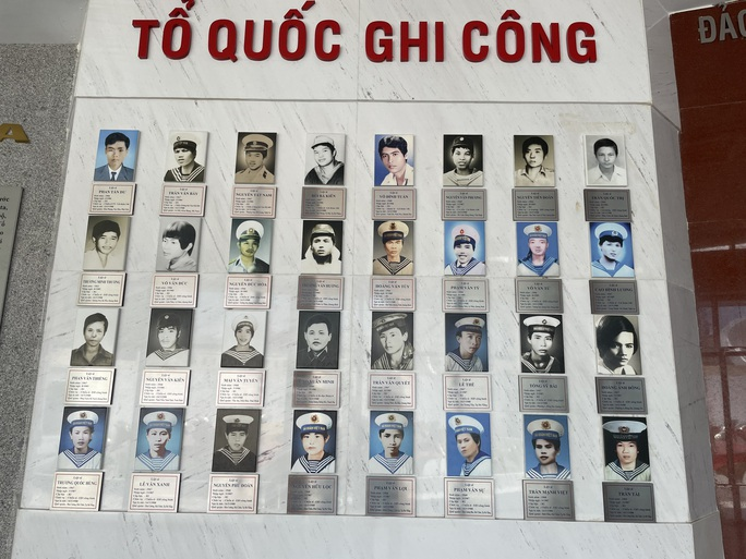 Dâng hương tưởng nhớ 64 chiến sĩ hi sinh tại Gạc Ma - Ảnh 11.
