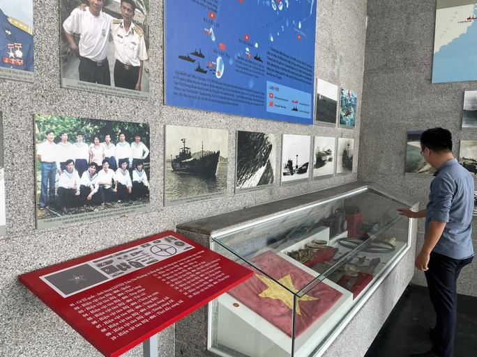 Dâng hương tưởng nhớ 64 chiến sĩ hi sinh tại Gạc Ma - Ảnh 7.
