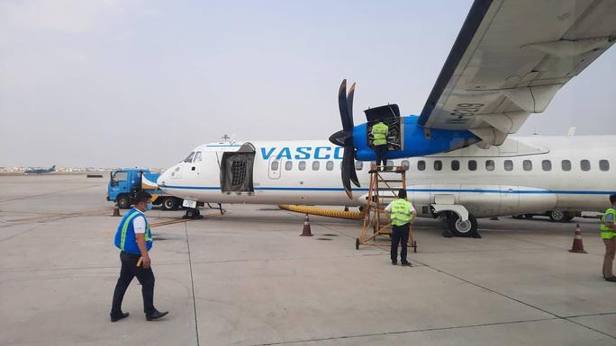 Chuyến bay từ TP HCM đi Côn Đảo phải quay về vì máy bay có khói - Ảnh 4.