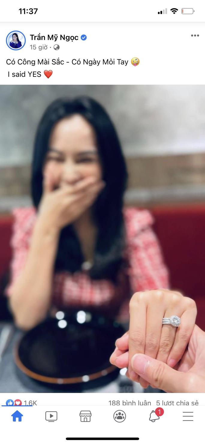 Hoa hậu Bolero Mỹ Ngọc khoe nhẫn cầu hôn, dân mạng chúc mừng hạnh phúc - Ảnh 1.