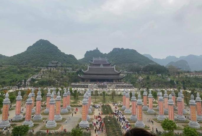 Biển người đổ về ngôi chùa lớn nhất thế giới ở Hà Nam - Ảnh 7.