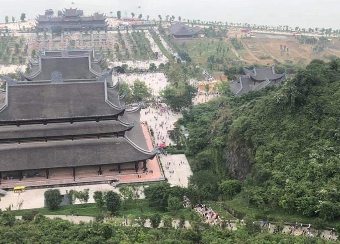 Biển người đổ về ngôi chùa lớn nhất thế giới ở Hà Nam - Ảnh 5.