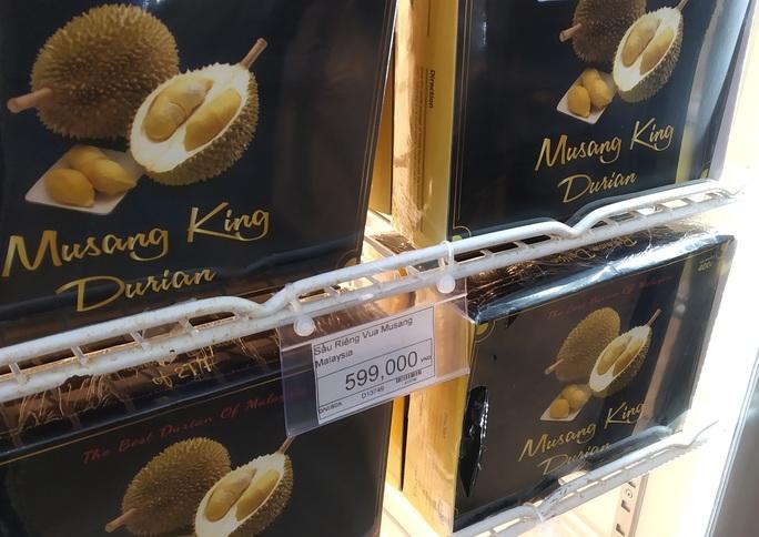 Sầu riêng trong nước khan hiếm, người Việt ăn sầu riêng ngoại cả triệu đồng/kg - Ảnh 2.