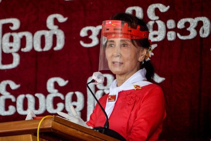 Người Myanmar biểu tình bằng phương thức đặc biệt - Ảnh 2.