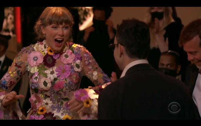 """Grammy 2021: Beyonce làm nên lịch sử, Taylor Swift thắng """"Album của năm"""" - Ảnh 5."""