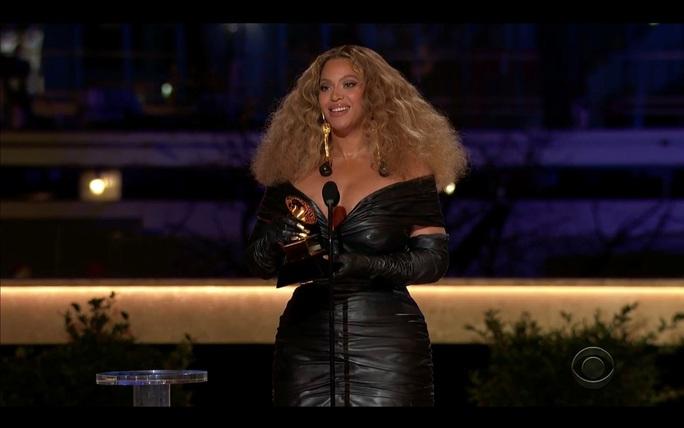 """Grammy 2021: Beyonce làm nên lịch sử, Taylor Swift thắng """"Album của năm"""" - Ảnh 3."""