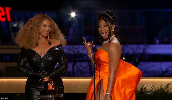 """Grammy 2021: Beyonce làm nên lịch sử, Taylor Swift thắng """"Album của năm"""" - Ảnh 1."""