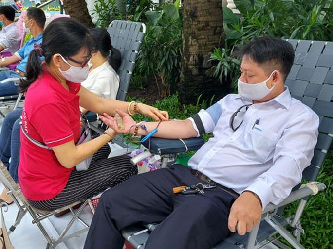 Hơn 200 đoàn viên Sawaco hiến máu cứu người - Ảnh 1.