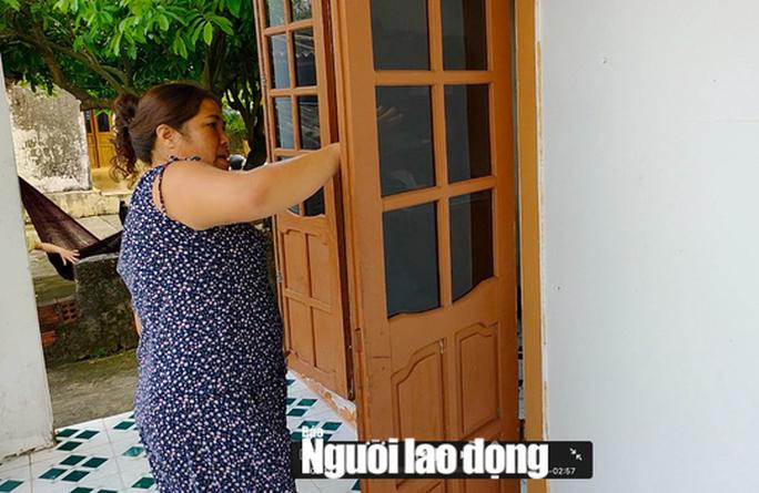 Bóng golf oanh tạc làm bể mái tôn, cửa kính và uy hiếp người dân ở Quảng Bình - Ảnh 4.