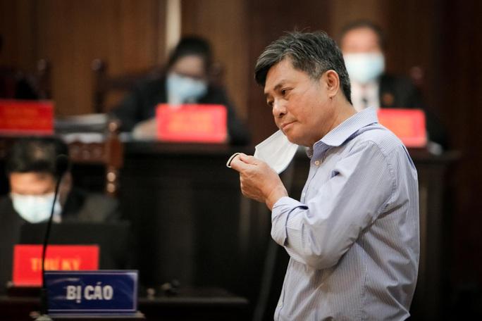 Toàn cảnh phiên toà xét xử ông Nguyễn Thành Tài và nữ đại gia ngày đầu tiên - Ảnh 4.