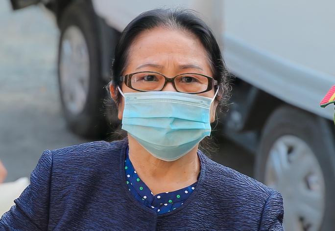 Toàn cảnh phiên toà xét xử ông Nguyễn Thành Tài và nữ đại gia ngày đầu tiên - Ảnh 6.
