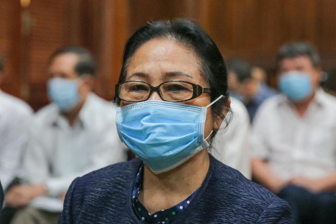 Toàn cảnh phiên toà xét xử ông Nguyễn Thành Tài và nữ đại gia ngày đầu tiên - Ảnh 11.