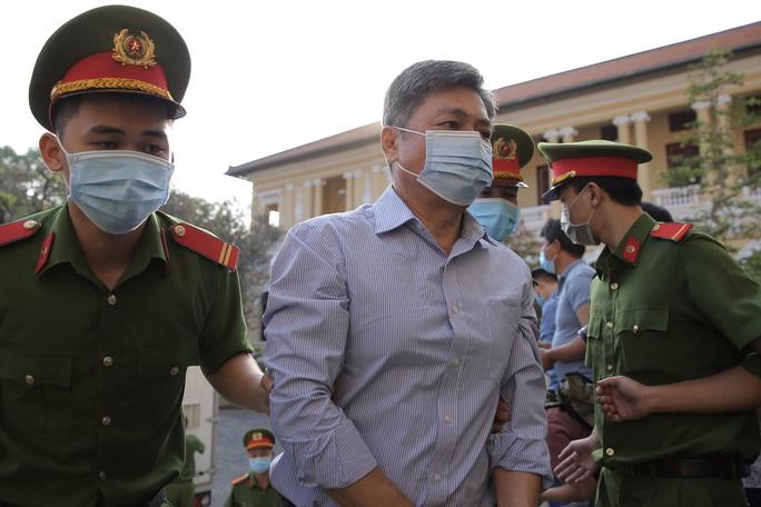 Hình ảnh đầu tiên của ông Nguyễn Thành Tài cùng nữ đại gia Dương Thị Bạch Diệp tại TAND TP HCM - Ảnh 3.
