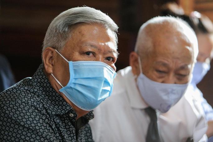Toàn cảnh phiên toà xét xử ông Nguyễn Thành Tài và nữ đại gia ngày đầu tiên - Ảnh 8.