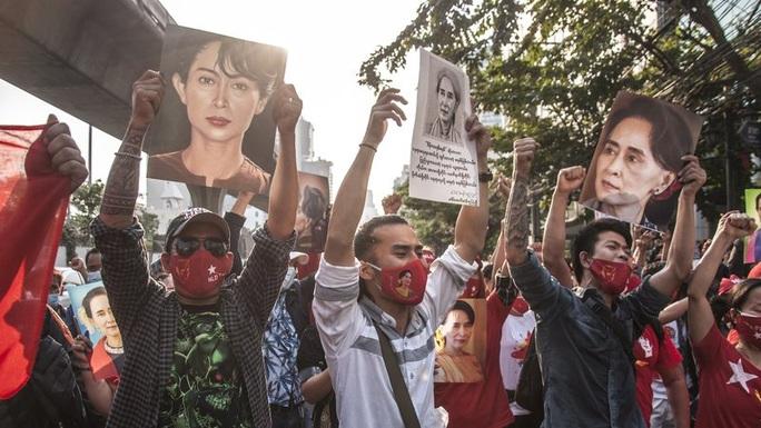 Myanmar: Phiên tòa xét xử bà Suu Kyi bất ngờ bị hoãn - Ảnh 1.