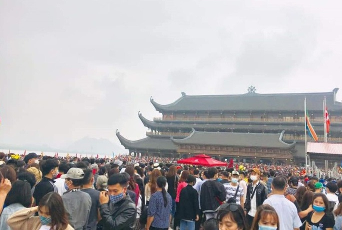 Phó trụ trì chùa Tam Chúc lên tiếng về việc 5 vạn người dân chen chúc tới chùa - Ảnh 2.