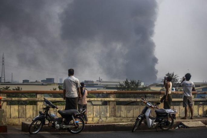 Trung Quốc yêu cầu các công ty sơ tán nhân viên khỏi Myanmar - Ảnh 1.