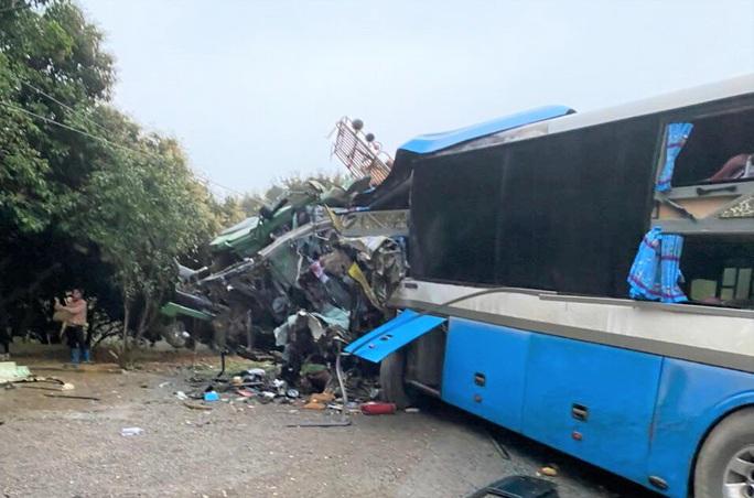 Ôtô khách đấu đầu xe tải trên đường Hồ Chí Minh, 3 người tử vong - Ảnh 2.