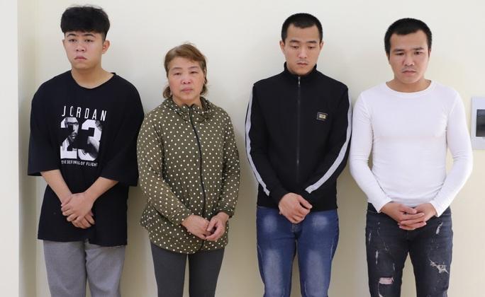 4 người trong một gia đình vừa tấn công vừa livestream trên mạng xã hội vu khống công an - Ảnh 1.