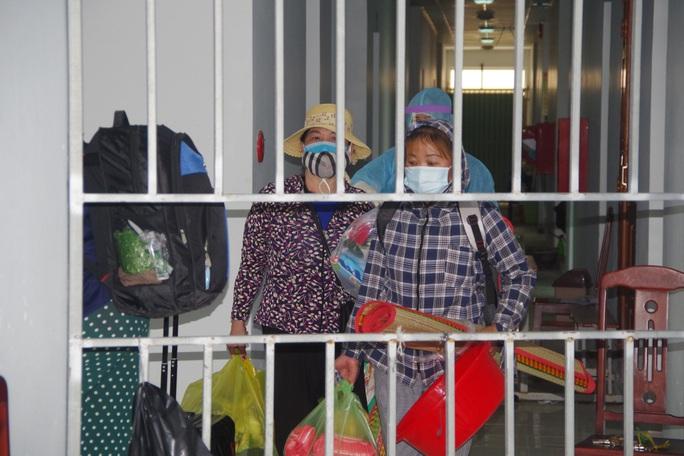 Cho người thân vào khu cách ly chăm sóc trẻ dưới 2 tuổi về từ Hàn Quốc - Ảnh 4.
