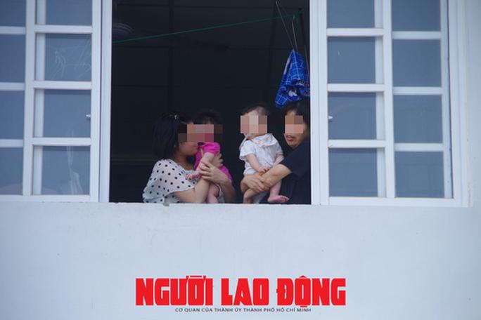 Cho người thân vào khu cách ly chăm sóc trẻ dưới 2 tuổi về từ Hàn Quốc - Ảnh 5.