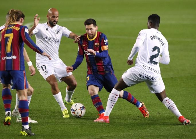 Messi và Griezmann tạo siêu phẩm, Barcelona vùi dập đội chót bảng Huesca  - Ảnh 7.