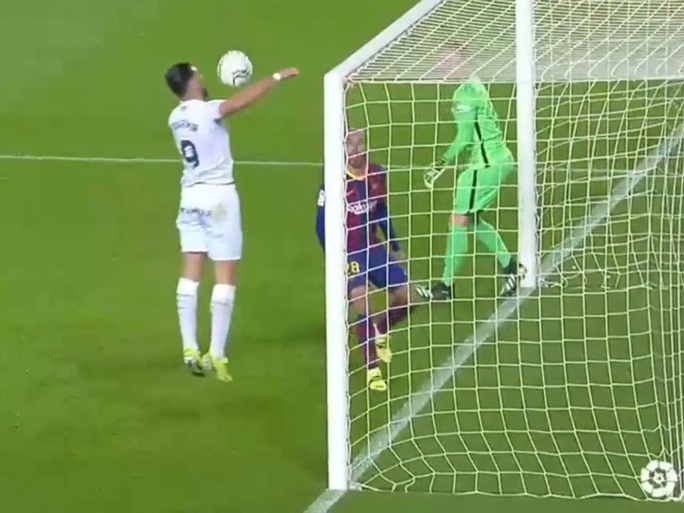 Messi và Griezmann tạo siêu phẩm, Barcelona vùi dập đội chót bảng Huesca  - Ảnh 6.