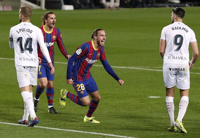Messi và Griezmann tạo siêu phẩm, Barcelona vùi dập đội chót bảng Huesca  - Ảnh 5.