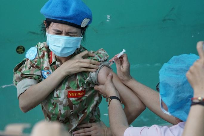 TP HCM: Hơn 2.000 liều vắc-xin Covid-19 được tiêm tại Bệnh viện Quân Y 175 - Ảnh 1.