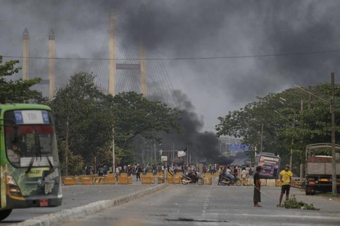 Giáo hoàng Francis tuyên bố quỳ gối trên đường phố Myanmar - Ảnh 2.