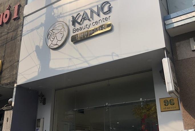 Ngỡ ngàng với những gì diễn ra bên trong cơ sở Kang Beauty ở quận 10 - Ảnh 1.