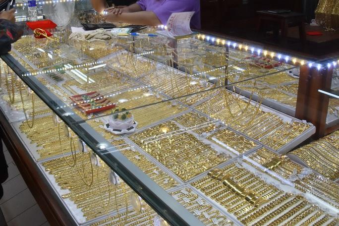 Giá vàng hôm nay 17-3: Vàng trong nước rớt nhẹ  - Ảnh 2.